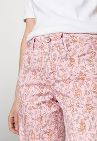 Cream - Shorts - cameo pink fleur - 3