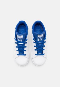 adidas Originals - STAN SMITH UNISEX - Trainers - footwear white/royal blue - 3