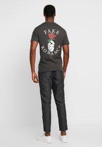 Pier One - Camiseta estampada - black - 3