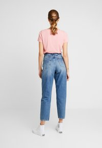 Tommy Jeans - MOM HIGH RISE TAPERED - Relaxed fit jeans - sunday mid - 2