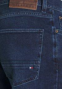 Tommy Hilfiger - CORE DENTON STRAIGHT  - Jeans a sigaretta - bridger indigo - 6