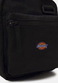 Dickies - MOREAUVILLE - Across body bag - black - 2