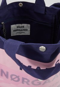 Mads Nørgaard - TÖTE BAG - Tote bag - dark navy/soft rose - 4