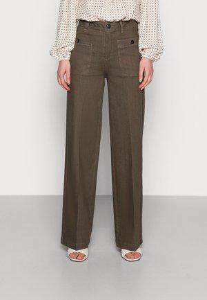 COLETTE BALANCE PANT - Jeans straight leg - grape leaf