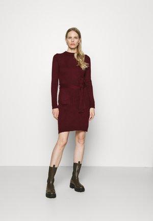 Pouzdrové šaty - dark red