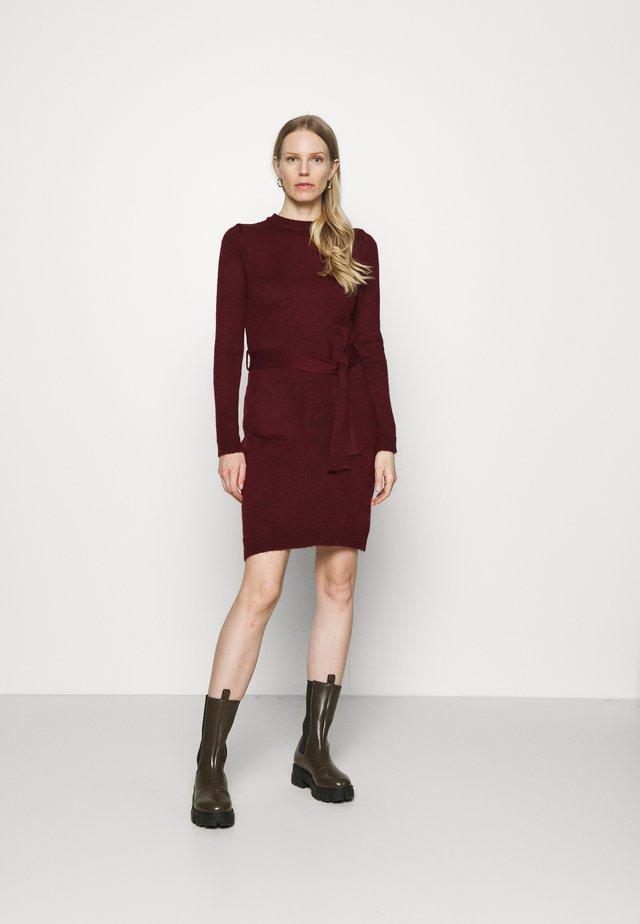 Sukienka etui - dark red