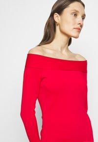 Victoria Beckham - COMPACT SHINE BARDOT FITTED DRESS - Pouzdrové šaty - red - 3