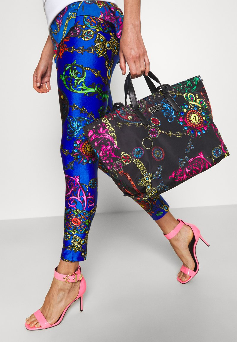 Versace Jeans Couture - PRINTED ROCK STUDS - Tote bag - nero
