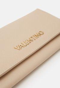 Valentino Bags - DIVINA - Wallet - ecru - 3