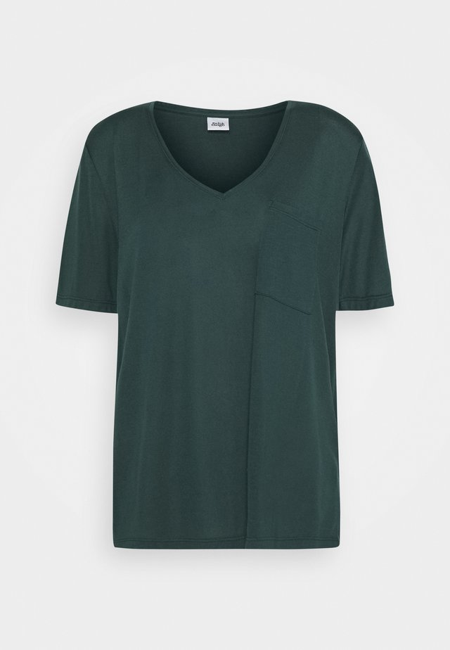 IRIS POCKET TEE - T-shirts - forest