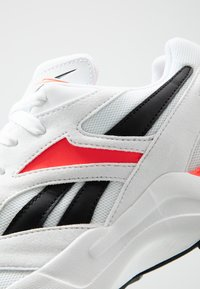 Reebok Classic - AZTREK 96 SUEDE AND TEXTILE UPPER SHOES - Baskets basses - white/porcelain/neon red - 5