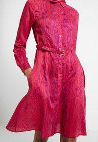Fabienne Chapot - HAYLEY TIPSY DRESS - Blusenkleid - deep fuchsia/purple - 5