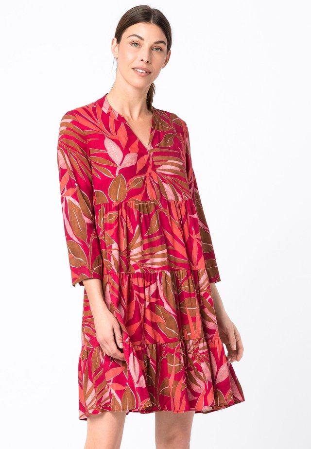 MIT BLÄTTERPRINT - Korte jurk - multicolor
