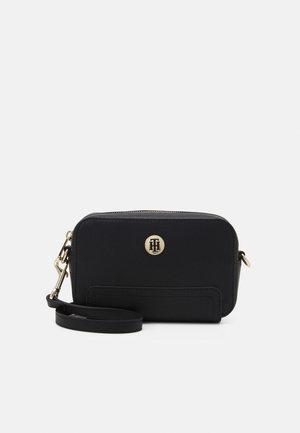 HONEY CAMERA BAG - Across body bag - black
