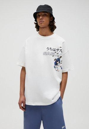 NARUTO SASUKE - Print T-shirt - off-white