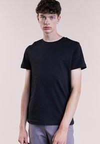 Bruuns Bazaar - GUSTAV - Jednoduché triko - black - 0