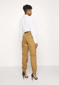 Tiger Mist - SERGE PANT - Kalhoty - tan - 2