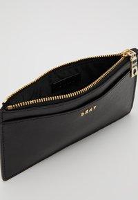 DKNY - BRYANT SLIM - Wallet - black/gold - 5