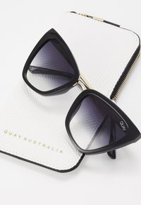 QUAY AUSTRALIA - REINA MINI - Sunglasses - black/fade - 3