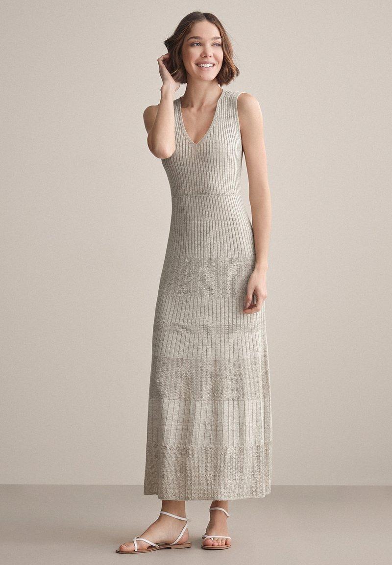 Falconeri - MIT DURCHBROCHENEM MUSTER - Maxi dress - juta