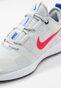 Nike Performance - VARSITY COMPETE TRAINER 2 - Træningssko - pure platinum/red orbit/white/racer blue/black - 5