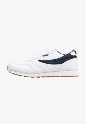 Trainers - white fila navy