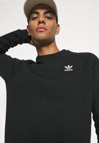 adidas Originals - ESSENTIAL CREW - Sudadera - black - 3