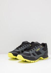Giro - GAUGE - Cycling shoes - dark shadow/citron - 2