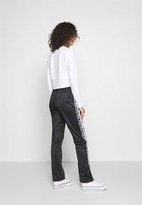 Fila - TAO - Teplákové kalhoty - black/bright white - 2