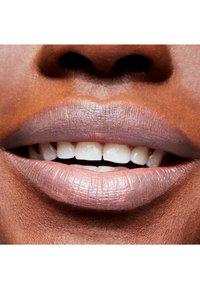MAC - LUSTRE LIPSTICK - Lipstick - pretty please - 1