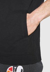 New Balance - ALL TERRAIN POCKET TEE - Basic T-shirt - black - 4