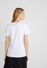 KARL LAGERFELD - T-shirts med print - white - 2