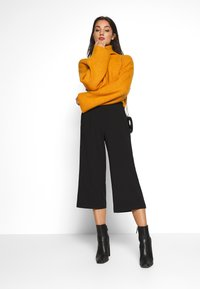 Monki - BERA - Strikkegenser - yellow dark