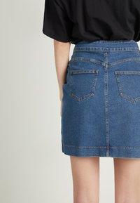 Tezenis - HOHEM BUND UND REISSVERSCHLUSS - Denim skirt - blu jeans - 2