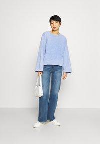 GAP - FLARE  CROP - Sweatshirt - neon medium blue - 1