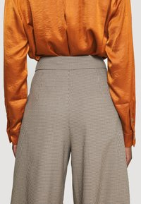 NAF NAF - EHELLO - Trousers - hello beige - 4