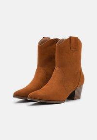 Anna Field - Cowboy/biker ankle boot - cognac - 2