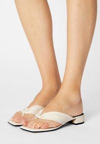 Monki - T-bar sandals - white dusty light - 0