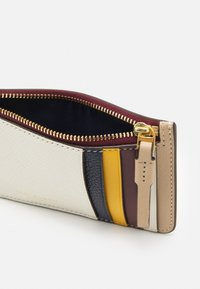Tory Burch - PERRY COLOR BLOCK TOP ZIP CARD CASE - Wallet - new ivory /perfect sand - 2
