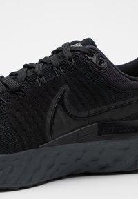 Nike Performance - REACT INFINITY RUN FK 2 - Neutrální běžecké boty - black/iron grey/white - 5