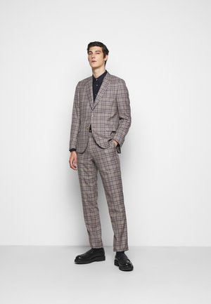 GENTS TAILORED FIT BUTTON SUIT - Oblek - beige