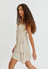 PULL&BEAR - Pletené šaty - mottled beige - 3