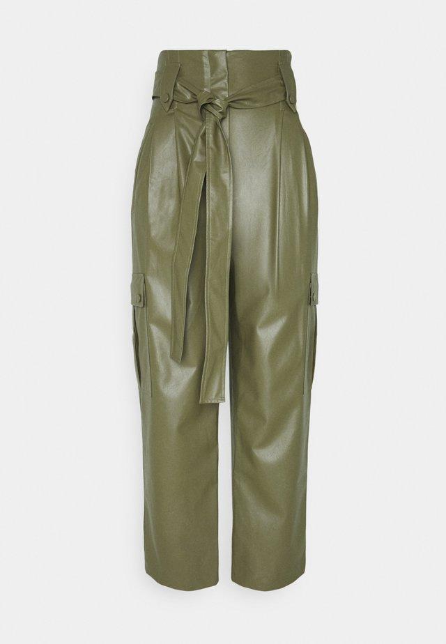 PANTALONE SPALMATO CON CINTURA - Trousers - verde alpino