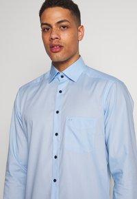 OLYMP - OLYMP LUXOR MODERN FIT - Formal shirt - azur - 4