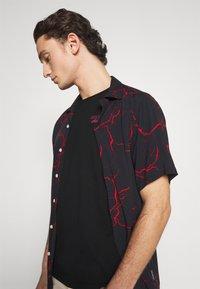 YOURTURN - UNISEX - Print T-shirt - black - 3
