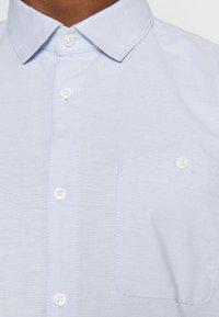 TOM TAILOR DENIM - OXFORD - Formal shirt - light blue white oxford - 4