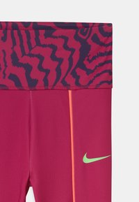 Nike Sportswear - PRINTED - Legginsy - fireberry - 3