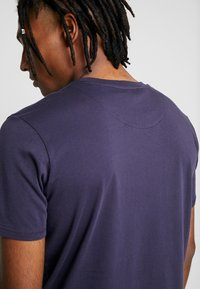 BY GARMENT MAKERS - THE TEE - T-Shirt basic - dark blue - 4