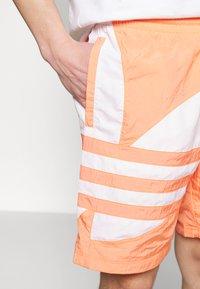 adidas Originals - TREFOIL  - Shorts - chacor - 4