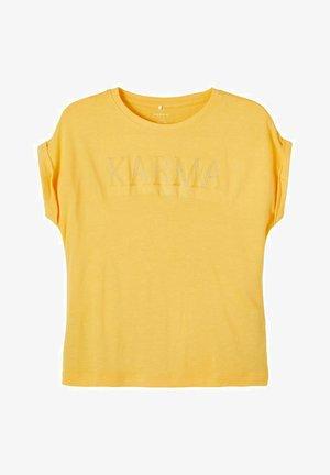 BESTICKT - Print T-shirt - sunset gold